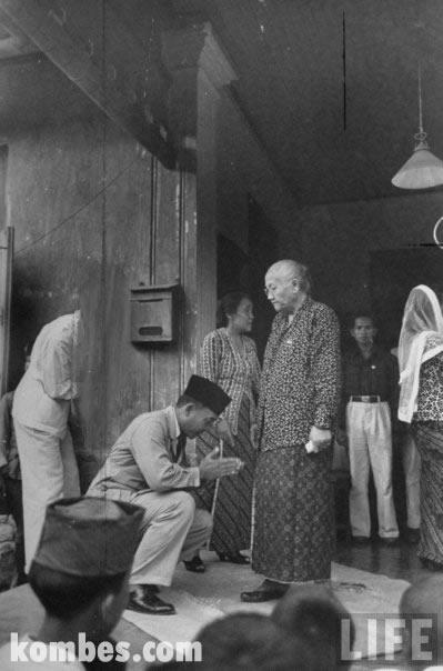 Sukarno sungkem