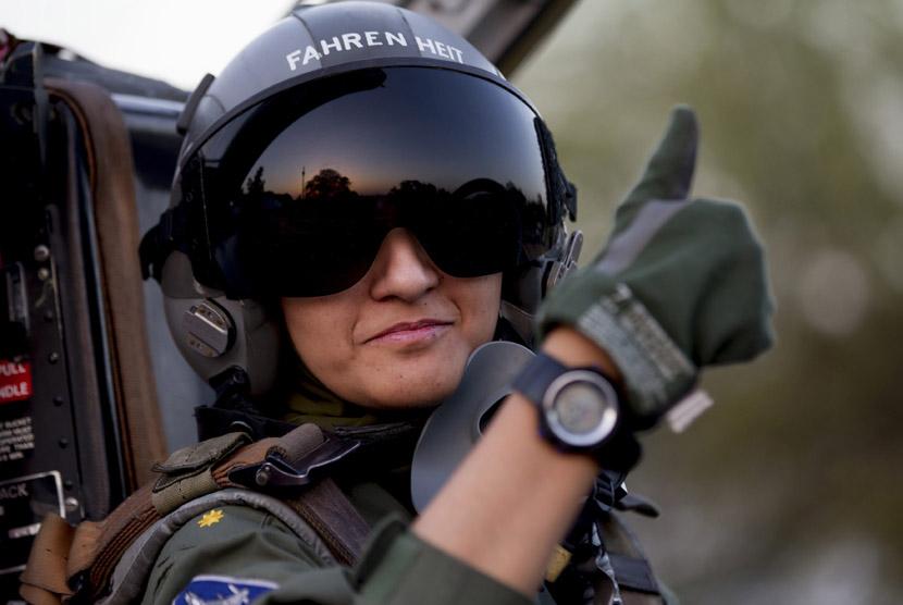 ayesha-farooq-26-pilot-pesawat-tempur-perempuan- 130613115459-107