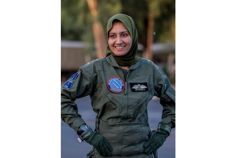 ayesha-farooq-26-pilot-pesawat-tempur-perempuan- 130613115542-412