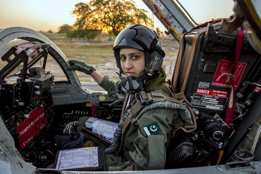 ayesha-farooq-26-pilot-pesawat-tempur-perempuan-pakistan- 130613115342-871