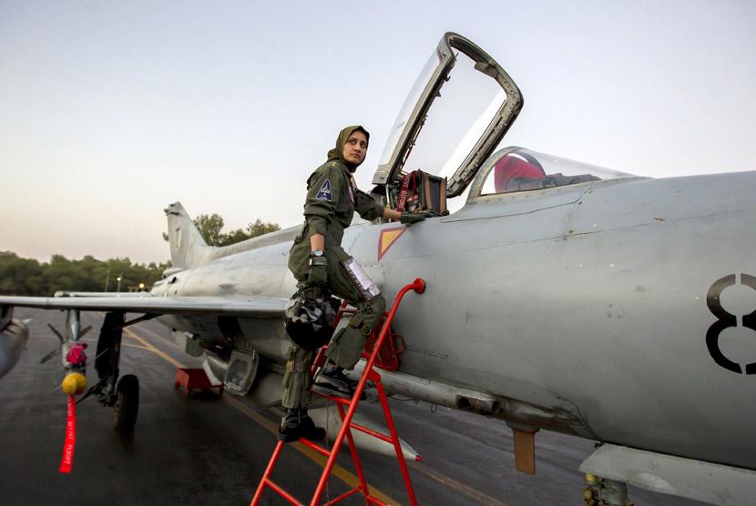 ayesha-farooq-26-pilot-pesawat-tempur-perempuan-pakistan-bersiap- 130613122207-331