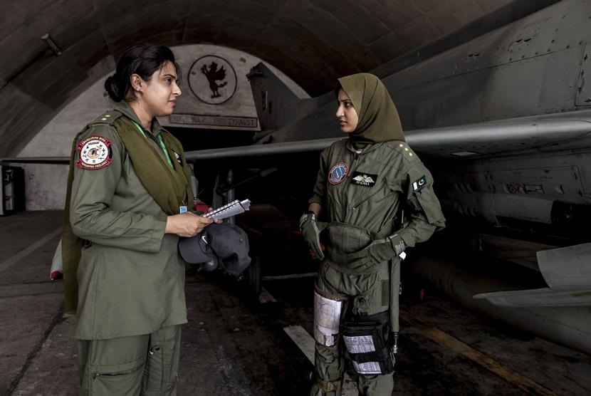 ayesha-farooq-kanan-pilot-pesawat-tempur-perempuan-pakistan-berbincang- 130613121616-312