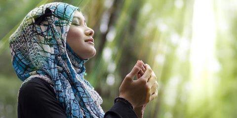 Jilbab berdoa