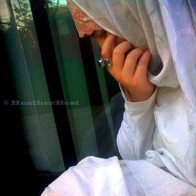 muslimah bersedih