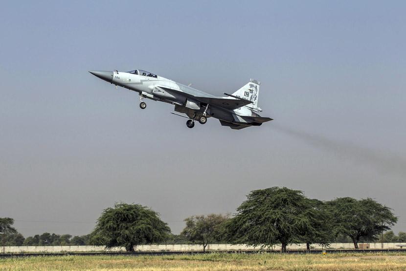 sebuah-jet-tempur-f-7pg-buatan-cina-angkatan-udara-pakistan- 130613114558-661