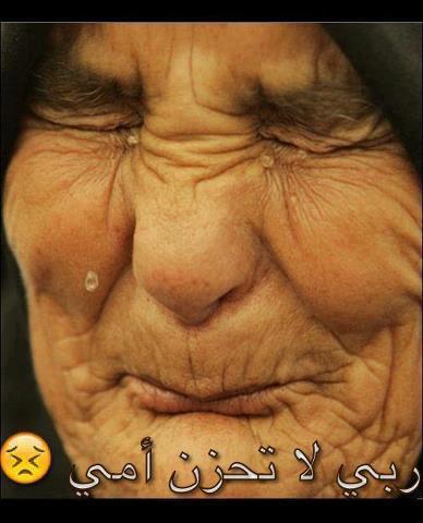 Ibu tua menangis