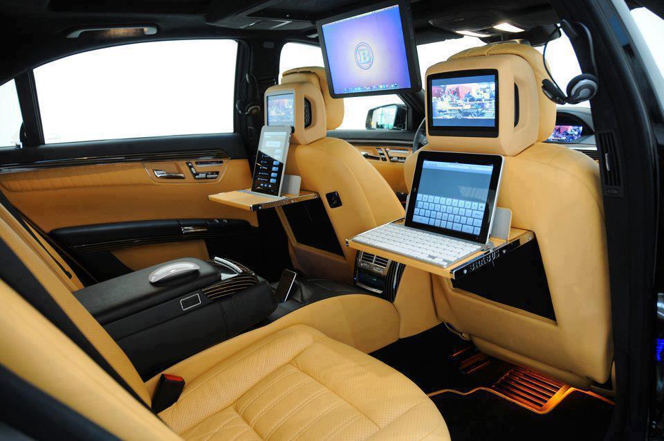 Laptop di mobil