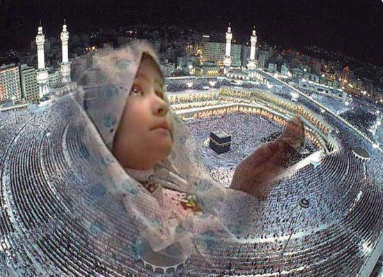 Anak berdoa di kabbah