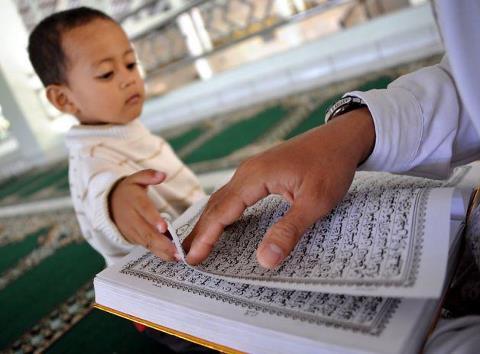Baca qur'an di mesjid