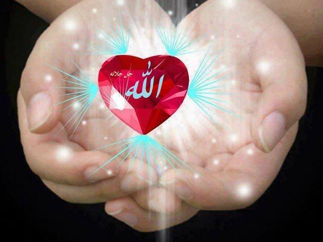 Allah di tangan bersinar
