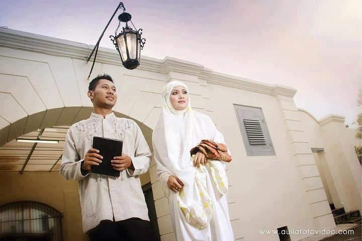 Pasangan suami istri bahagia